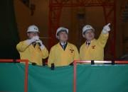 140310 윤상직 산업부 장관(가운데_이 윤청로월성본부장(오른쪽)과 최동관 월성3발소장으로부터 신월성2호기 원자로에 대한 설명을 듣고 있다.