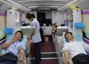 헌혈을 하고있는 직원들(2014.10.7)