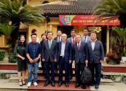 베트남 체육부 청사에서 기념촬영을 하고 있다