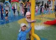 2. 지난해 황성공원 물놀이장 아이들이 즐거워하고 있다