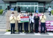 MOU체결기업 데이웰즈 생산제품 기증식 데이웰즈(왼쪽에서 2번째 최기문 영천시장, 3번째 황정흥 대표,4번째 오승은 배우) (2)